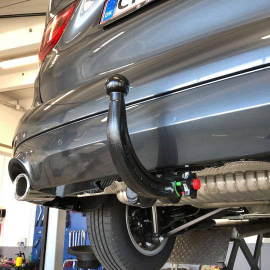 Billig montering af anhængertræk på Peugeot hos K2 Biler i Ballerup